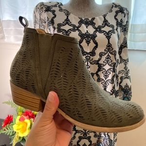 Women's Fall ankle boots size 6
